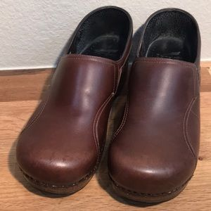 Dansko Leather Nursing Clogs Comfort Shoes